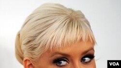 La cantante Christina Aguilera ha tenido éxitos en español y en inglés.