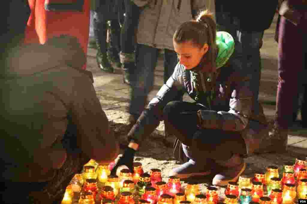 Все желающие могли просто подойти и поставить свечу в память о погибших от голодной смерти.