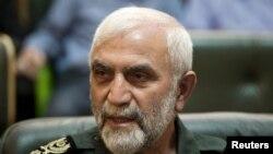 """General Husayn Hamadoniy Halab viloyatida Suriya armiyasini mashqdan o'tkazib, maslahat berib kelayotgan edi. Eronning oliy harbiy bo'linmasi generali hafta boshida """"Islomiy davlat"""" to'dasining hujumida nobud bo'lgan."""