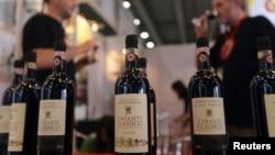 來自歐盟國家的意大利紅酒參加6月4日在廣州舉行的展銷會﹐中國就歐盟對太陽能面板加徵關稅﹐中國將會重啟對歐洲酒得調查。