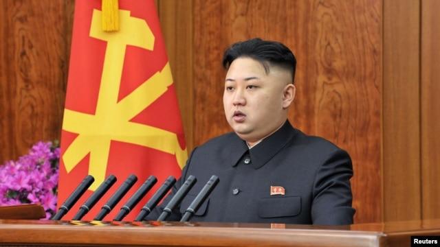 Pemimpin Korea Utara, Kim Jong-un menyampaikan ucapan selamat Tahun Baru di Pyongyang, 1 Januari 2013.