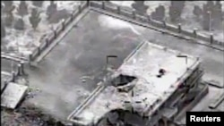 由美國中央司令部提供的視頻拍攝的靜止圖像顯示一座位於敘利亞北部小鎮拉卡屬於恐怖組織伊斯蘭國的建築,在空襲後的損毀情況。