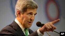 Kerry dijo que ningún país por si solo puede resolver el problema.