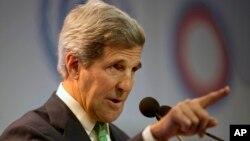 Menteri Luar Negeri AS John Kerry berbicara dalam Konferensi Perubahan Iklim PBB di Lima, Peru (11/12). (AP/Rodrigo Abd)