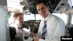 Работа пилота требует огромного напряжения...