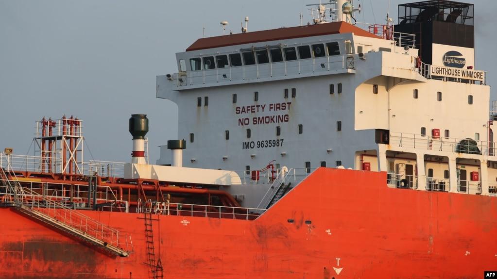 """運輸船""""方向永嘉(Lighthouse Winmore)""""號在韓國麗水港外面(2017年12月29號)。"""