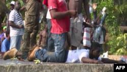 Des manifestants protestent contre les résultats de l'élection présidentielle à Libreville, Gabon, 30 septembre 2016.