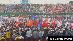 FILE - With the colors of their parties, tens of thousands of supporters gathered at the stadium Tata Raphaël to express their support for President Joseph Kabila in Kinshasa, DRC, July 29, 2016. (VOA/Top Congo)