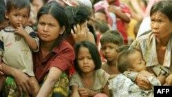Hàng ngàn cư dân ở cả hai phía biên giới phải rời bỏ nhà cửa đi lánh nạn