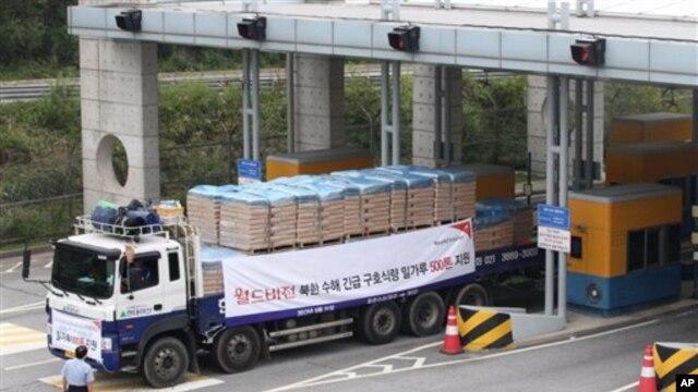 지난 9월 한국의 국제 구호단체의 대북 수해지원 물자를 수송하는 차량. (자료사진)