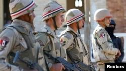 Des soldats de l'armée égyptienne dans le nord du Sinaï, en Egype, le 1er décembre 2017.