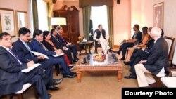 عمران خان ایمنسٹی انٹرنیشنل کے سیکرٹری جنرل کومی نائیڈو سے ملاقات کر رہے ہیں۔