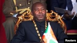 Le président du Burundi, Evariste Ndayishimiye, au stade Ingoma à Gitega, au Burundi, le 18 juin 2020.