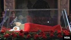 Jenazah Kim Jong Il terbaring di Kumsusan Memorial Palace, Pyongyang (20/12).