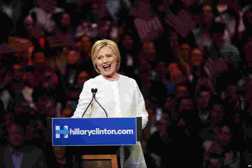 ہلری کلنٹن پہلی خاتون ہیں جو امریکی صدارتی امیدوار کی دوڑ میں ایک بڑی جماعت کی نمائندگی کریں گی۔