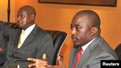 Rais wa Uganda Yoweri Museveni (kushoto) na rais wa DRC Joseph Kabila