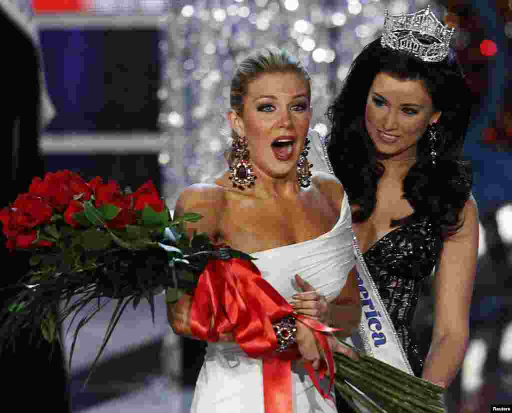 Miss New York Mallory Hytes Hagan (L), 23, reacts after being named Miss America 2013 during the Miss America Pageant in Las Vegas, January 12, 2013.