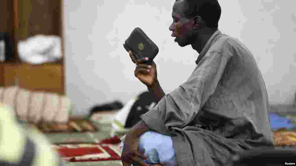 Musulmai a Najeriya da ma wasu sassa a duniya suna azumi a wannan wata mai tsarki na Ramadan da kama baki daga daren assubahi zuwa magariba.