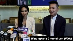 Han Lay, Miss Grand International contestant from Myanmar, (left) with the president of Miss Grand International at a press briefing in Bangkok, Thailand, on March 31, 2021.