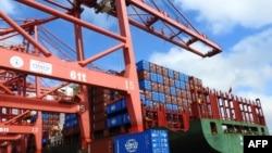 2018年7月13日中國江蘇省貨櫃碼頭