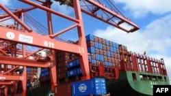 中國經濟第二季度的增長雖然略低於第一季度,但是仍然在中國政府宣佈的全年6.5%增長率之上。圖為江蘇省連雲港的貨運站。