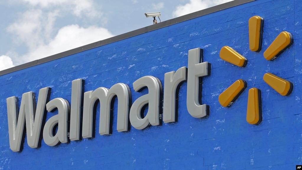 ARCHIVO - Una valla de la tienda Walmart en Hialeah Gardens, Florida. 1-6-2017.