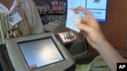 Hoa Kỳ cung cấp tem phiếu thực phẩm cho hơn 47 triệu người để giúp họ mua thực phẩm mỗi tháng