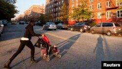 Una guía de 25 páginas publicada por la ciudad de Nueva York explica a los niños inmigrantes desde donde encontrar comida a cómo matricularlos en escuelas públicas.