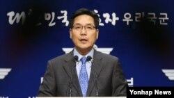 (서울=연합뉴스) 임헌정 기자 = 김민석 국방부 대변인이 18일 오후 서울 용산 국방부에서 북한이 이날 동해안 일대에서 단거리 미사일로 보이는 유도탄 3발을 발사한 것과 관련해 브리핑을 하고 있다.