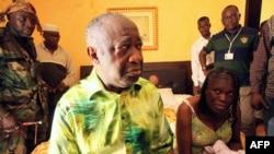 Cựu Tổng thống Côte D'Ivoire Laurent Gbagbo và vợ, bà Simone Gbagbo, Simone (phải)