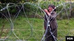 Заграждение из колючей проволоки на границе Южной Осетии и Грузии