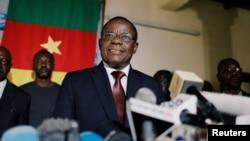 Maurice Kamto agirana ikiganiro n'abanyamakuru mu kwezi kwa 10, 2018.