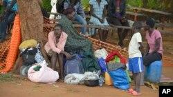 Des déplacées près de l'église des tous les saints à Juba, au Soudan du Sud, le 12 juillet 2016.