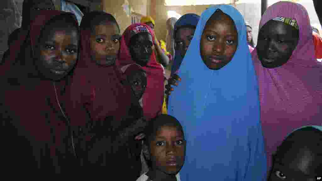 Des filles kidnappées par Boko Haram ont été libérées, à Dapchi, au Nigeria, le 21 mars 2018.