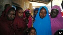 En images : des écolières de Dapchi ramenées à leurs parents par Boko Haram