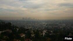 Vista de la contaminación del aire en la ciudad de Los Angeles, California, EE.UU.