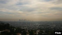 Contaminación del aire sobre la ciudad de Los Angeles, California. (Flickr).