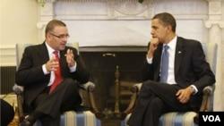 Funes, quien ya se reunió con Obama en Washington, pedirá a EE.UU. que otorgue la residencia permanente a los salvadoreños amparados por el TPS.