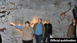 ABŞ səfiri Qobustan Milli Tarixi-Bədii Qoruğunda olub