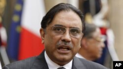 Pakistan President Asif Ali Zardari at the Elysee Palace, Paris, August 2010 (file photo).