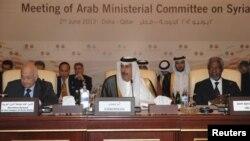 Từ trái: Tổng thư ký Liên đoàn Ả Rập Nabil Elaraby, Thủ tướng Qatar al-Thani, và Đặc sứ Annan dự cuộc họp ở Doha để thảo luận về cuộc khủng hoảng ở Syria hôm 2/6/12