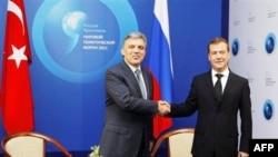 Medvedev Şam Hükümetini İlk Kez Eleştirdi