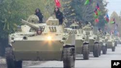 Foto yang diambil dari video ini menunjukkan pasukan Azerbaijan tengah bergerak menuju Aghdam di wilayah Aghdam, Jumat, 20 November 2020. (AP Photo)