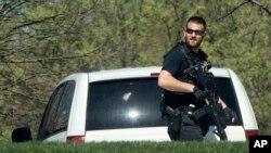 美国特勤局的警察在白宫北草坪巡逻(2016年3月28日)