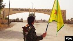 Şervanekî YPG li ber sînora Til Koçerê xwane dibe