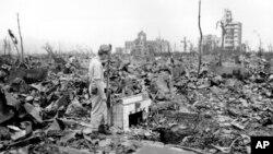 1945 میں جاپان کے شہر ہیروشما پر جوہری بم گرائے جانے کے بعد تباہی کا ایک منظر۔