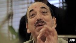 """Bộ trưởng y tế Ấn Độ Ghulam Nabi Azad phát biểu tại một cuộc họp báo ở New Delhi, ngày 5/7/2011. Ông Azad gọi đồng tính là một căn bệnh và nói rằng điều đó """"trái với tự nhiên"""" và """"lây lan nhanh chóng"""" trong nước"""