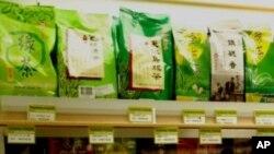 เจ้าของบริษัท Panda Tea ซึ่งปลูกต้นชาโดยใช้มูลหมีแพนด้าเป็นปุ๋ย บอกว่าจะมีใบชาออกมาให้ชิมรสกันในฤดูใบไม้ผลิในราคากิโลละสองแสนกว่าบาท
