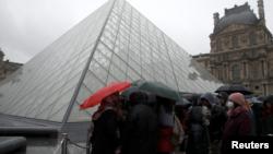 El museo del Louvre de París, uno de los más visitados del mundo, cerró sus puertas el domingo 1 de marzo de 2020 debido a la amenaza de coronavirus.