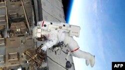 Астронавты в пятый раз вышли в открытый космос